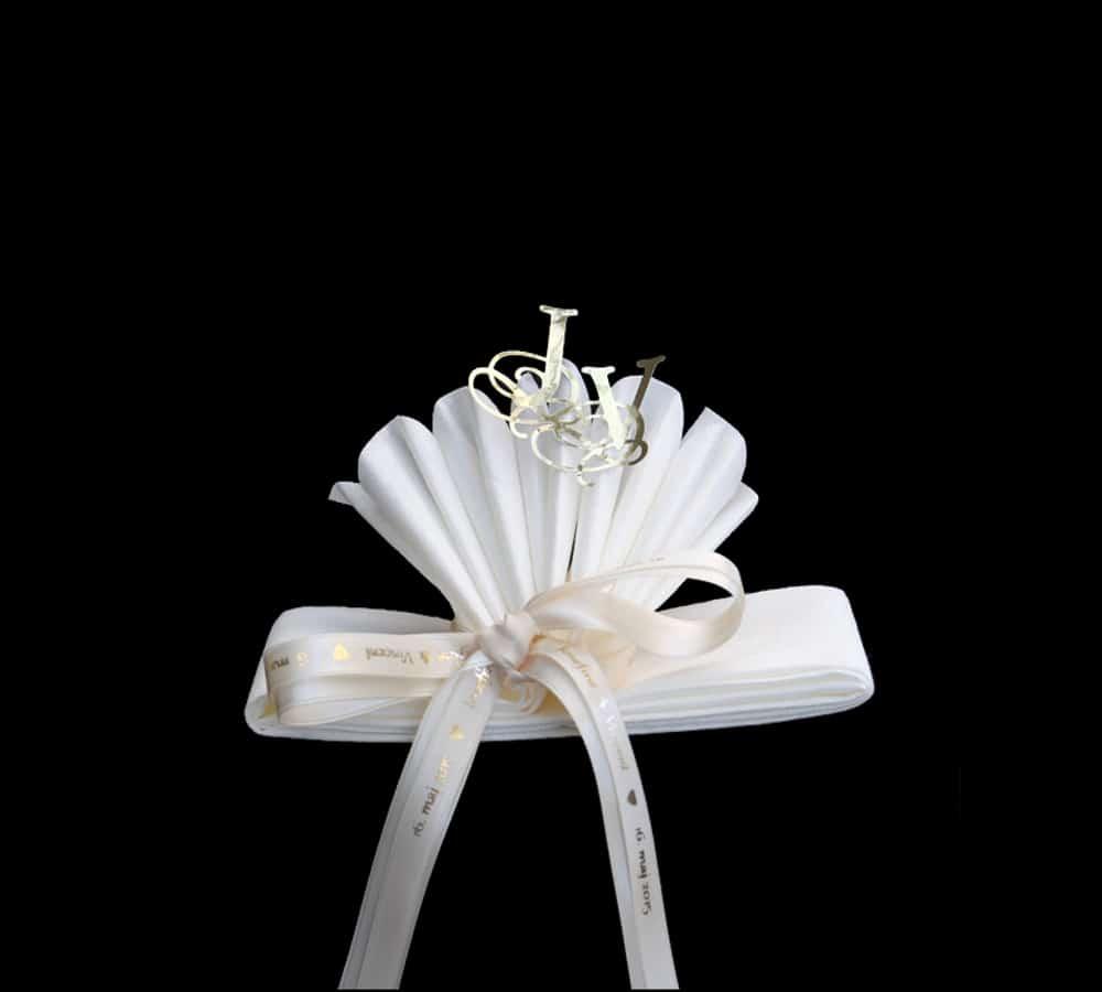 Serviet vifte med silkebånd