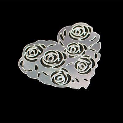 Udskåret hjerte med rosenmønster