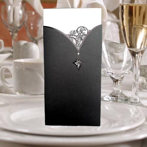 Sort elegant kort med udskæringer