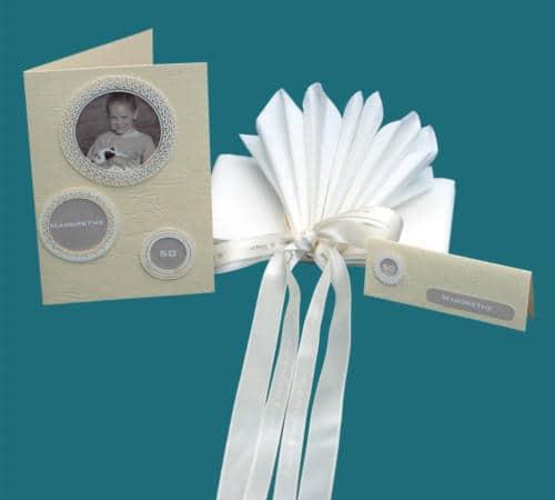 fødselsdagskort med fødselarens foto, navn og alder sat i rammer