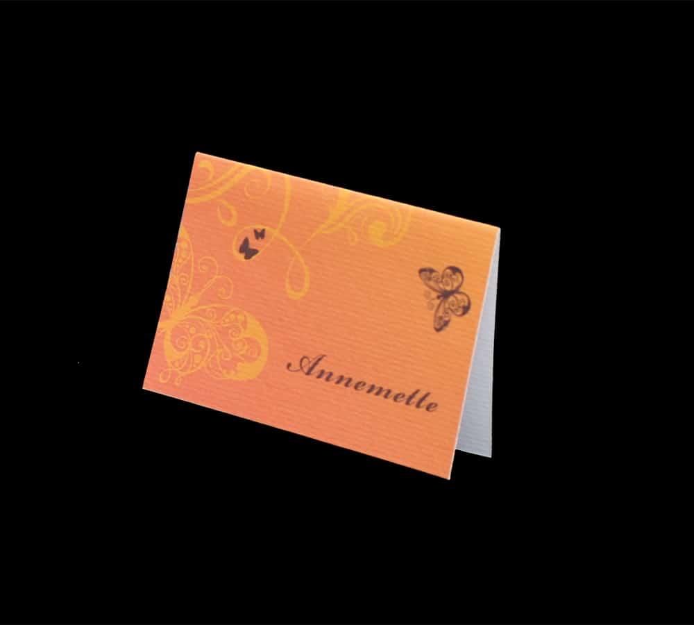 orangefarvet bordkort med sommerfugletryk