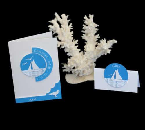 fødselsdagskort i blåt og hvidt med sejlskibe
