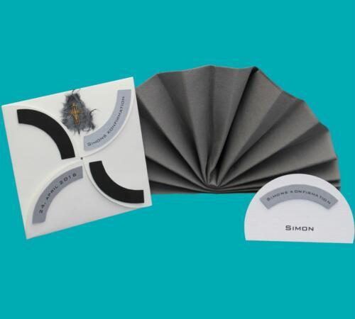 folde-ud invitation og buet bordkort