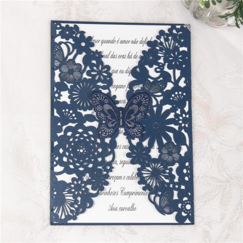 Blomsterpræget kort med sommerfugl
