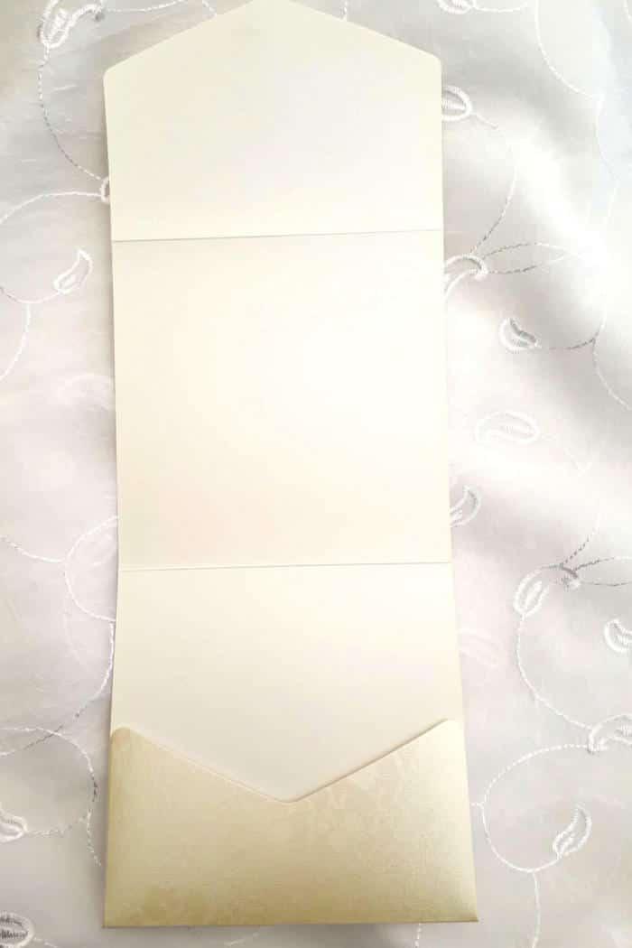 Kvadratisk lommekort cremefarvet broderi