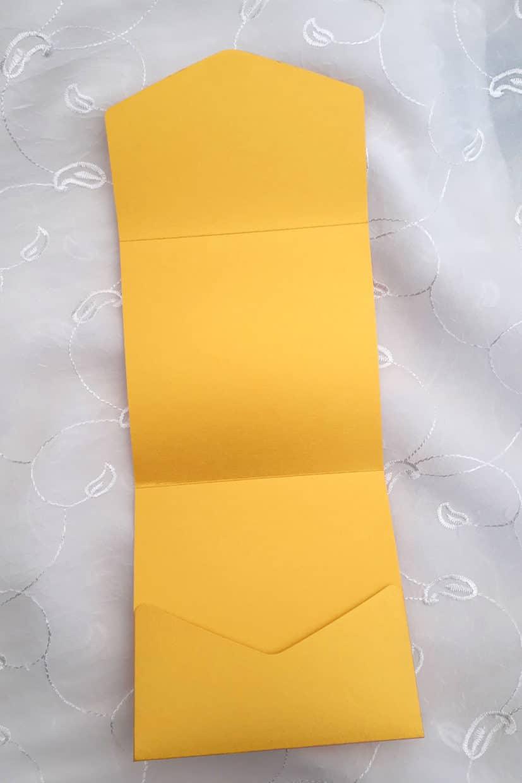 Firkantet kuvertkort guld