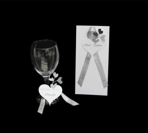 menukort og bordkort med hjerter i sølv og silkebånd med print
