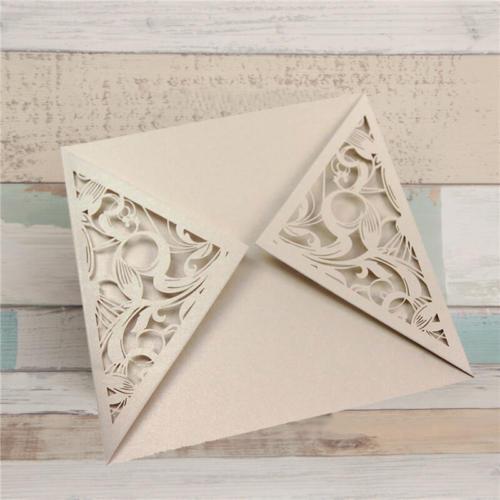 Firkantet kort med mønstret flapper til at åbne