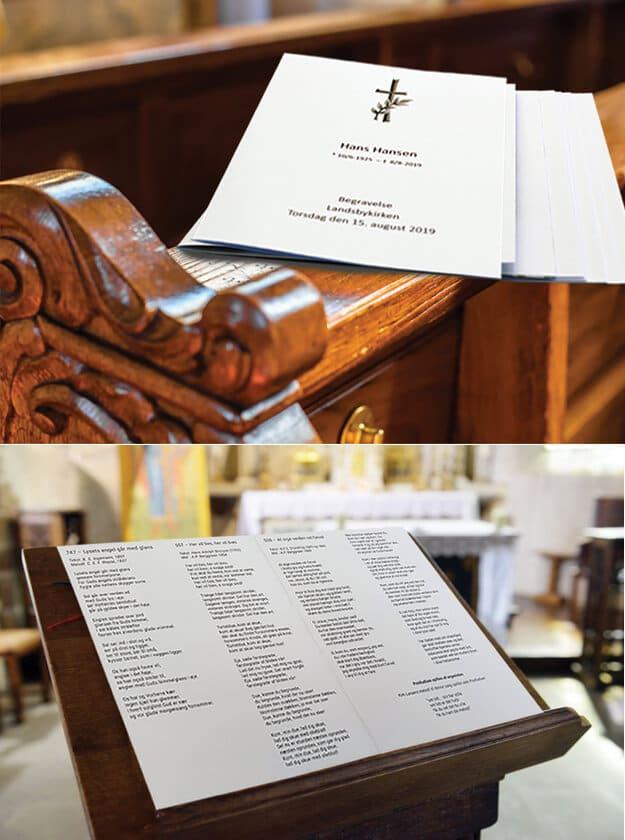 Foto af salmehæfter i kirke