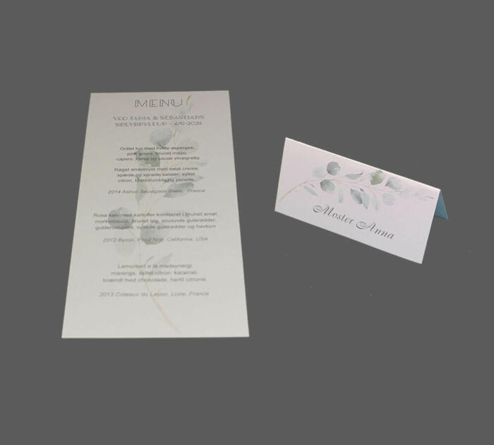 Grene af eucalyptus på menukort og bordkort